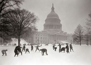 800px-Senate_Pages_snowball_fight